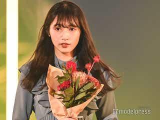 欅坂46渡辺梨加、花束×ワンピーススタイルにキュン<TGC2020A/W ONLINE>