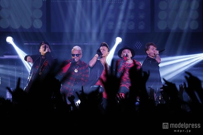 DOBERMAN INFINITY、圧巻の単独ライブに2700人熱狂/左から:KUBO-C、SWAY、KAZUKI、GS、P-CHO【モデルプレス】