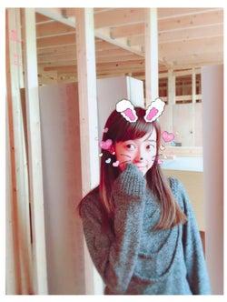 建設中の新居の様子と川崎希/アレクサンダーオフィシャルブログ(Ameba)より