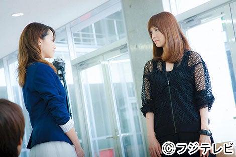 沢尻エリカ主演「ファースト・クラス」第7話にゲスト出演するhitomi(右)