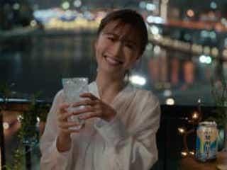 松本まりかがお酒のCMに初登場「はじめてのチュウ」で歌声を披露!