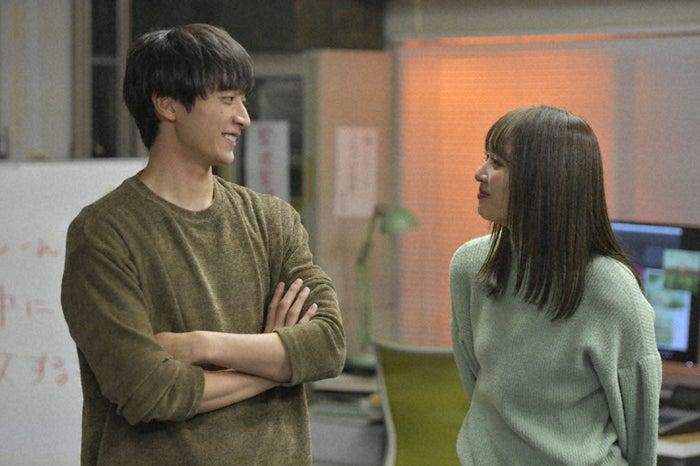 小関裕太、内田理央/「来世ではちゃんとします」第6話より(C)「来世ではちゃんとします」製作委員会