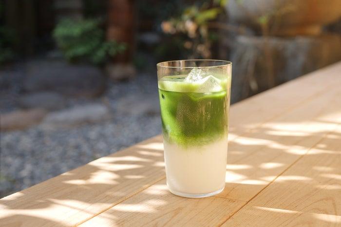 焙煎抹茶ラテ ¥650/画像提供:日と々と