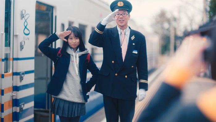 三国港駅/Fortune cherry「ひまわりのない世界」MVより(C)You, Be Cool!/KING RECORDS
