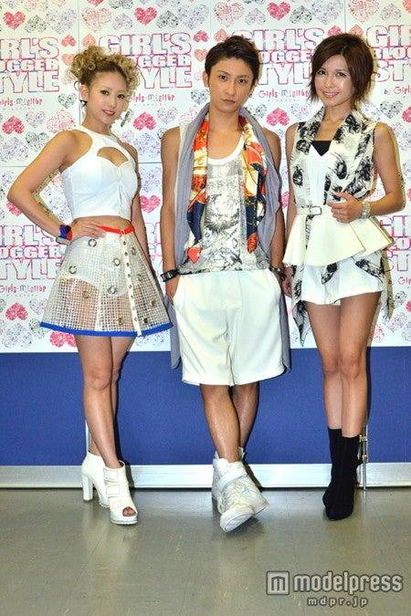 モデルプレスのインタビューに応じた(左から)AAAの伊藤千晃、與真司郎、宇野実彩子