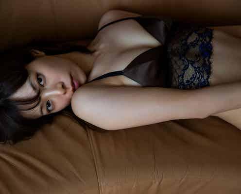 """桜井ユキ、ランジェリー姿で魅惑的な""""大人の色っぽ美"""" 初写真集決定"""