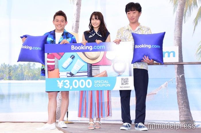 井戸田潤、佐野ひなこ、小沢一敬(C)モデルプレス