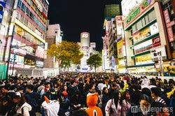 <ハロウィン当日>渋谷に「歩行者天国」出現 大量の仮装集団あふれ通行規制