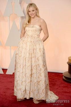 クロエ・グレース・モレッツ、「ミュウミュウ」ドレスで圧巻の美貌 アカデミー賞レッドカーペット登場
