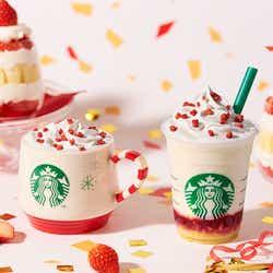 現在発売中のホリデーシーズンビバレッジ・右から:「メリーストロベリー ケーキ フラペチーノ 」「メリーストロベリー ケーキ ミルク」/画像提供:スターバックス コーヒー ジャパン