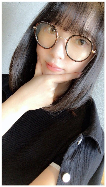 前髪カットを報告した堀未央奈/堀未央奈オフィシャルブログより