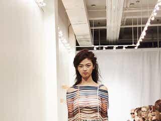 9等身の美女シンガー・Iris「NYコレクション」堂々登場 マレーシアのヒッチハイカー、現地でも話題に