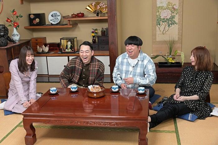 フリートークで談笑する4人 (C)TBS