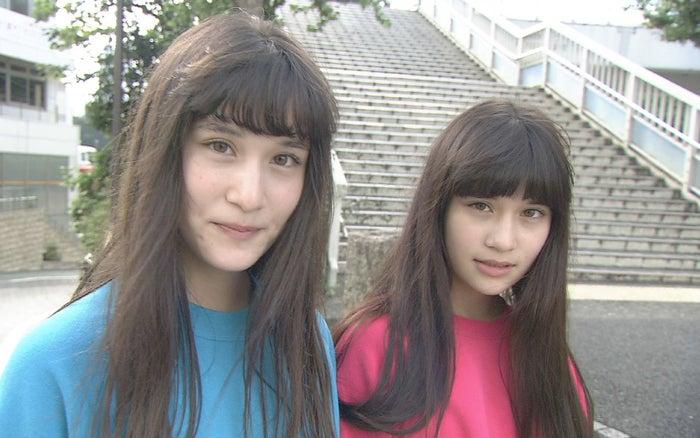 (左から)寺西リナ、寺西エミリ(C)テレビ朝日