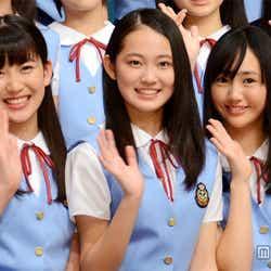 左から:小澤奈々花(副リーダー)、吉本実憂(リーダー)、末永真唯