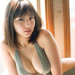 モデルプレス - 沢口愛華、史上最高の大人な水着姿披露 美バスト輝く