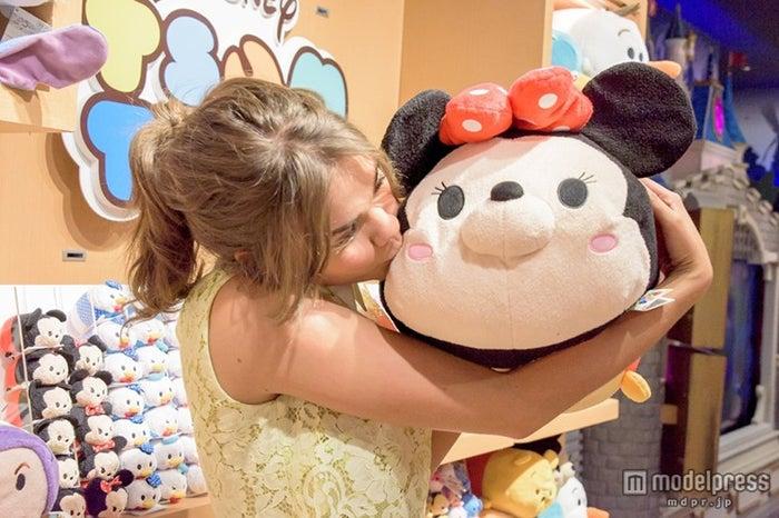 マイア・ミッチェル(C)Disney