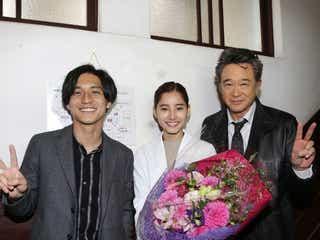 新木優子、錦戸亮&船越英一郎から花束「トレース」クランクアップで「お二人に本当に助けて頂いた」
