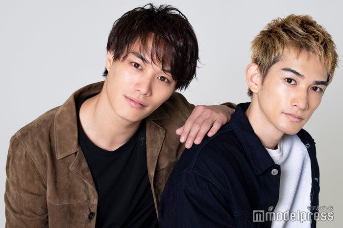 モデルプレスのインタビューに応じた鈴木伸之&町田啓太(C)モデルプレス