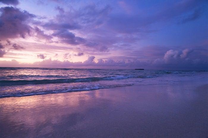 1日7回色を変えるといわれるマイクロビーチ。夕暮れ時の美しさはこの世のものとは思えないほど(C)Junji Takasago/MVA
