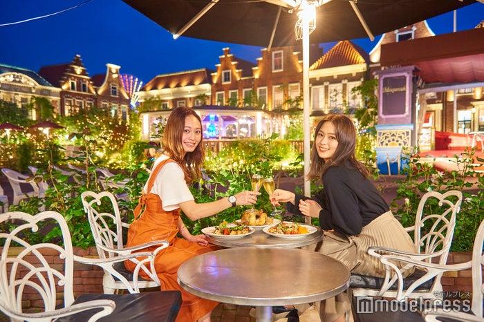 ロマンチックなディナーは「アムステルダムガーデンレストラン」へ(C)モデルプレス