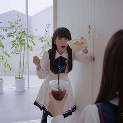 秋元真夏/マネキンチャレンジ動画より(提供写真)