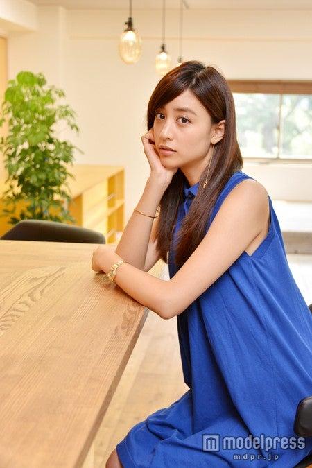 モデルプレスのインタビューに応じた山本美月