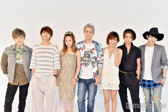 AAA(左から)末吉秀太、西島隆弘、伊藤千晃、浦田直也、宇野実彩子、與真司郎、日高光啓(C)モデルプレス