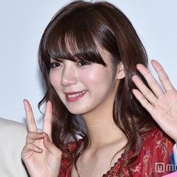 池田エライザ、舞台挨拶でハプニング キュートな対応見せる<一礼して、キス>