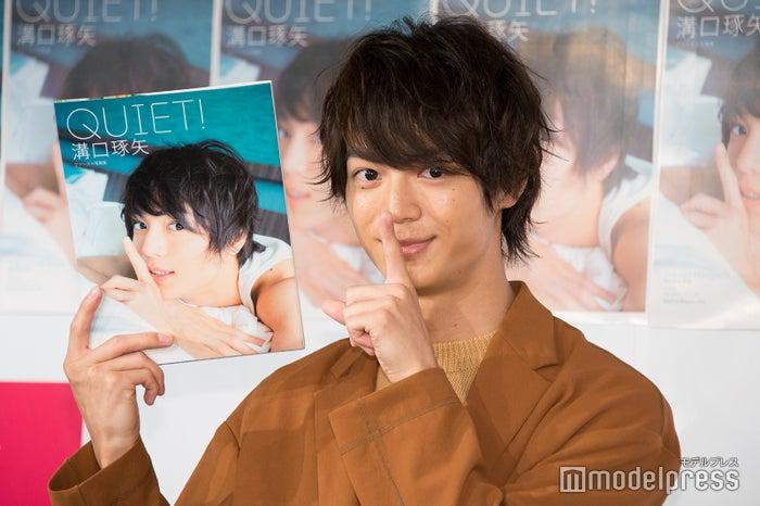『溝口琢矢ファースト写真集「QUIET!」』発売記念イベントを開催した溝口琢矢(C)モデルプレス