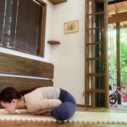 自粛疲れのイライラやむくみからくるだるさに、座って出来るリラクゼーションストレッチ