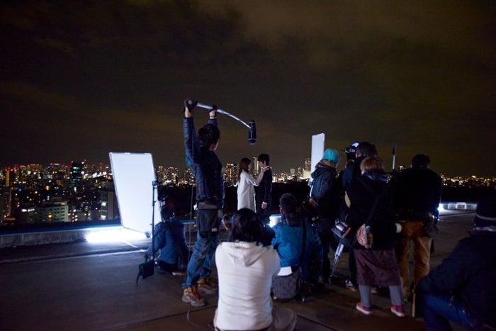 (中央)白石麻衣、本郷奏多/映画『闇金ウシジマくん3』撮影メイキングショット
