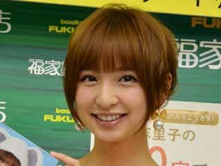 AKB48篠田麻里子、ランジェリー風ワンピで登場 グループ卒業説にコメント