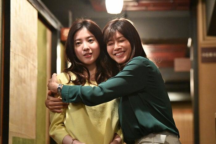 吉高由里子、内田有紀/「わたし、定時で帰ります。」第2話より(C)TBS