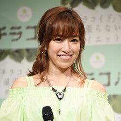 モデル仁香、16歳年下カメラマンと交際宣言 公表までの葛藤も明かす