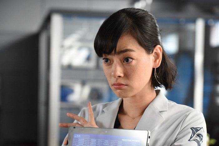 市川実日子/「アンナチュラル」第1話より(C)TBS