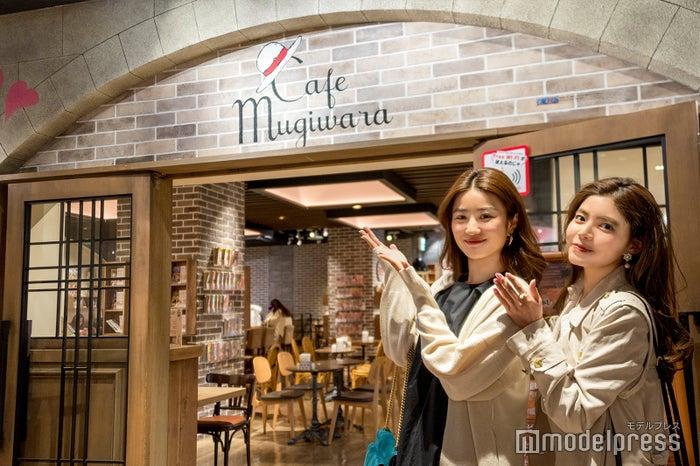 まずは軽食やお酒が楽しめる「Cafe Mugiwara」へ (C)モデルプレス