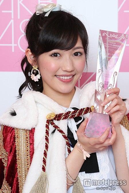 「第6回AKB48選抜総選挙」1位の渡辺麻友(C)AKS