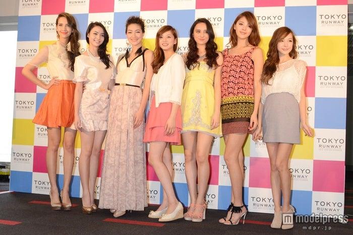 アジアステージに出演するモデル