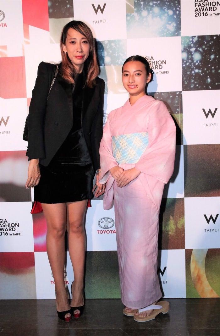 左から:蜷川実花氏と西田奈未/「ASIA FASHION AWARD 2016 in TAIPEI」にて