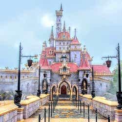 """ファンタジーランドを拡張したエリア""""ニューファンタジーランド""""にそびえ立つ「美女と野獣の城」(C)モデルプレス(C)Disney"""