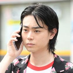 菅田将暉「MIU404」再登場 素性の知れない男の目的は?場面カット解禁