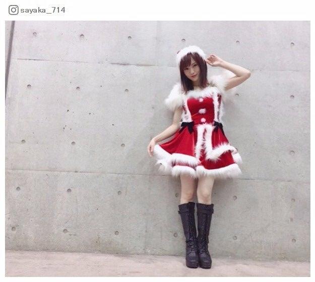 NMB48山本彩、ミニスカサンタ姿で美脚あらわ/Instagramより