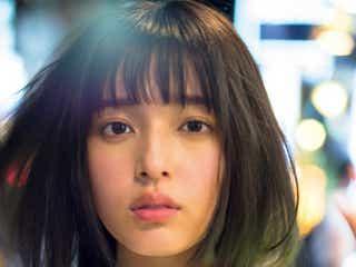 注目女優・矢作穂香、夜の新宿で美貌輝く