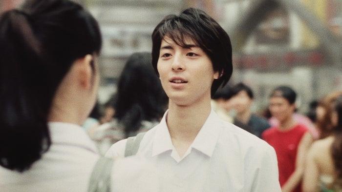 高杉真宙/CM「25年前の夏」篇より(提供写真)