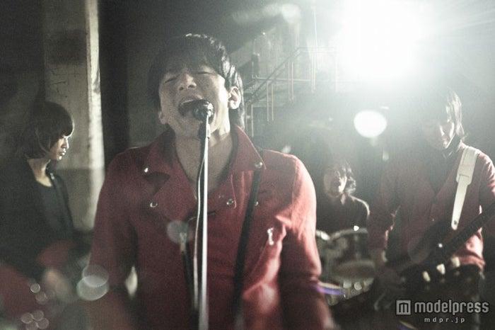 新曲「REM」のMVを公開したMr.Children