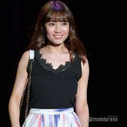 モデルプレス - AKB48加藤玲奈のキュートな笑顔が眩しい!女子1500人前に緊張のランウェイ<sweet collection 2018>