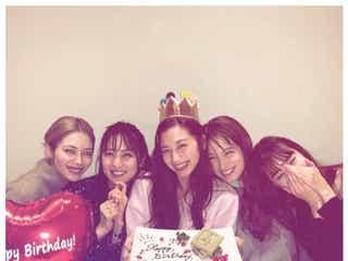 中条あやみバースデー、E-girls楓・石川恋らが祝福 集合ショットに「最強メンバー」と反響
