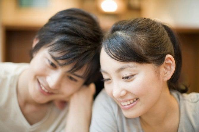 男性の本音! 付き合うときに重要な女性の要素、第2位「明るさ」、第1位は?