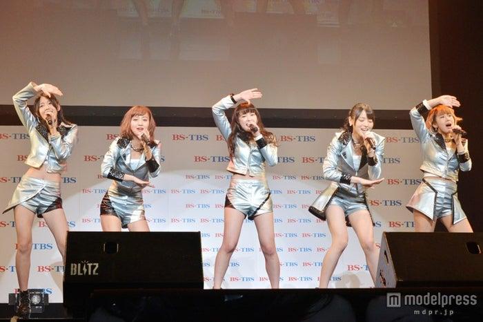 ℃-ute(左から:鈴木愛理、萩原舞、中島早貴、矢島舞美、岡井千聖)